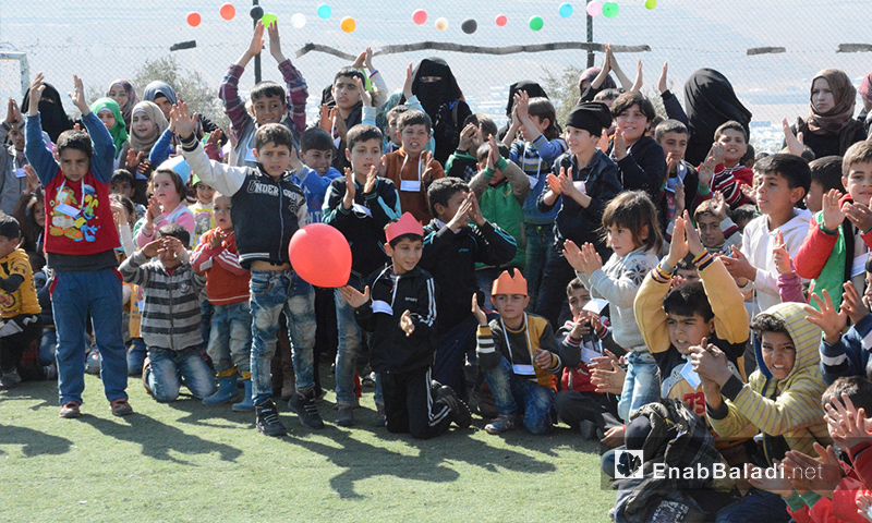 أيتام خلال الحفل في إدلب - 23 شباط 2017 (عنب بلدي)