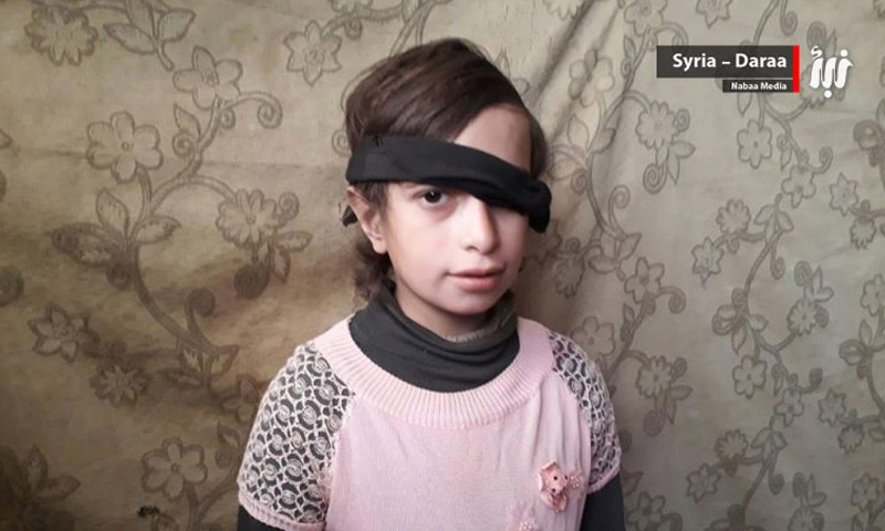 الطفلة السورية حلا شاهين داخل مخيم الركبان، على الحدود الأردنية- السورية (وكالة نبأ)