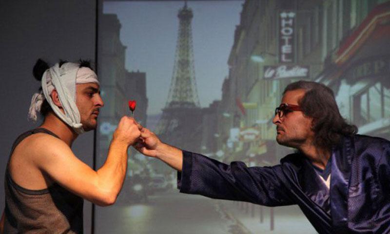 """""""الأخوان ملص"""" في مسرحية """"اللاجئان"""" في فرنسا (أحمد ملص في فيس بوك)"""