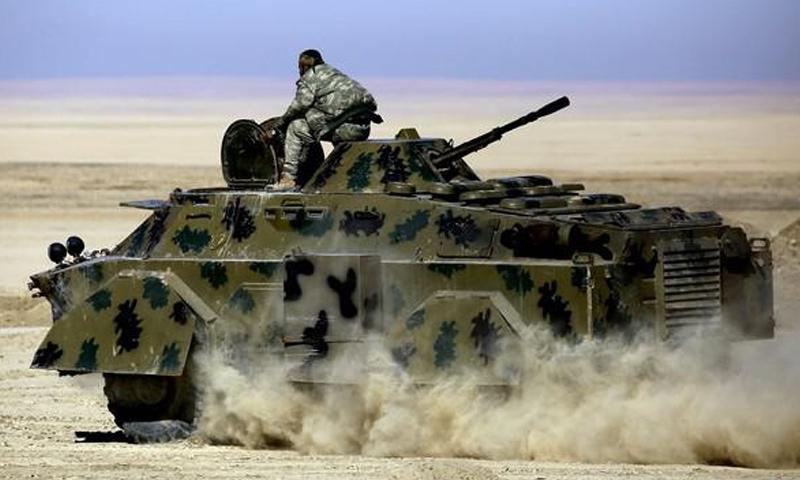 إحدى المدرعات الأمريكية التابعة لقوات سوريا الديموقراطية في محيط الرقة_3 شباط_(AFP)