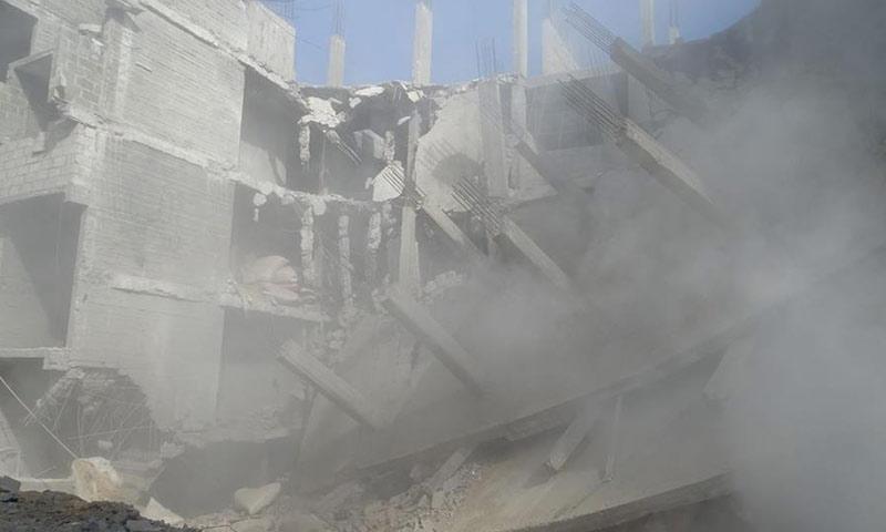 انهيار مبنى في حي القابون الدمشقي جراء غارات جوية- الخميس 2 شباط (ناشطون)