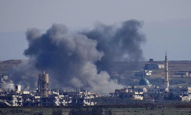 تصاعد الدخان من بلدة النعيمة جراء غارات جوية عليها- الجمعة 17 شباط (نبأ)
