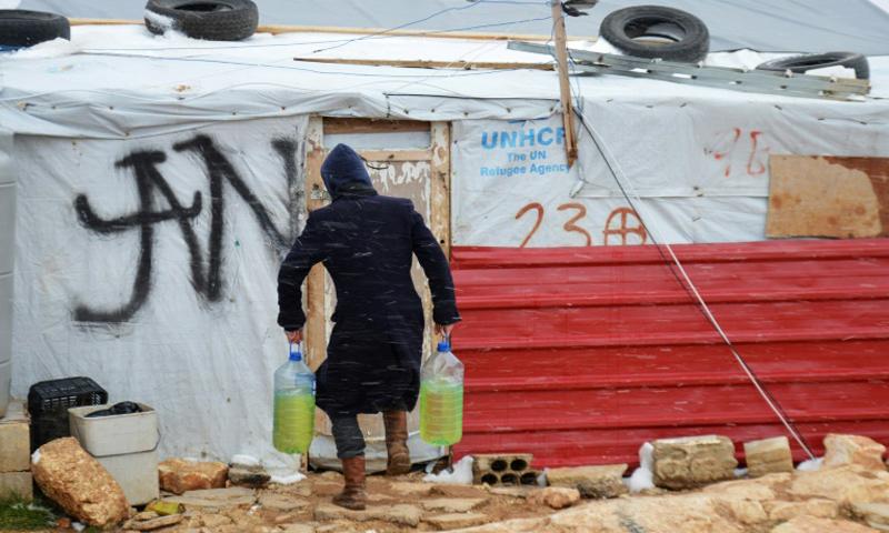 لاجئ سوري في إحدى المخيمات اللبنانية_(AFP)
