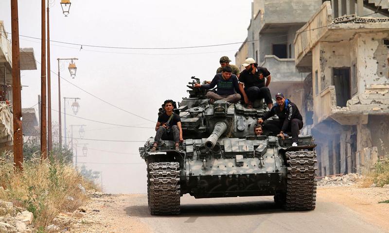 دبابة للجيش الحر في مدينة درعا - كانون الثاني 20117 - (AFP)