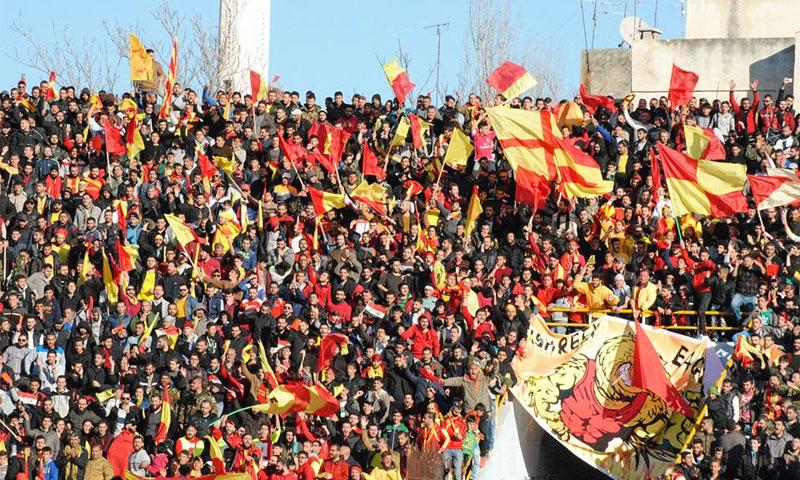 جماهير مباراة تشرين وحطين في ملعب الباسل (نادي تشرين الرياضي)