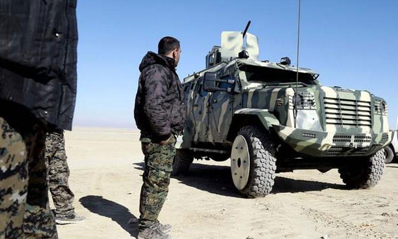 مدرعة أمريكية تابعة لقوات سوريا الديموقراطية في محيط الرقة4 شباط(AFP)
