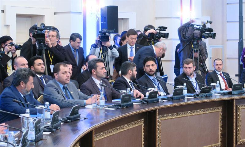 وفد المعارضة السورية في مؤتمر أستانة24 كانون الثاني (AFP)