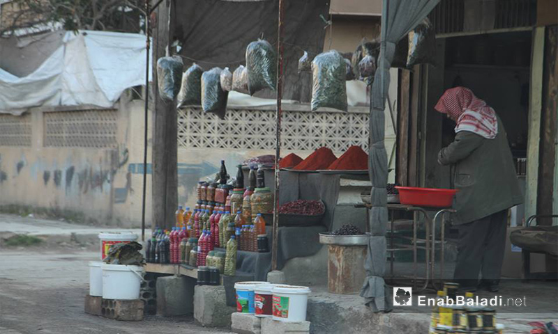 بائع في مدينة إدلب - 9 شباط 2017 (عنب بلدي)