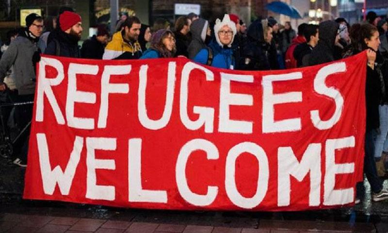 حشد من الألمان يرحبون باللاجئين - (انترنت)