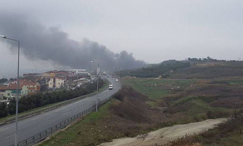 دخان كثيف جراء سقوط حوامة في مدينة اسطنبول (CNN TURK)
