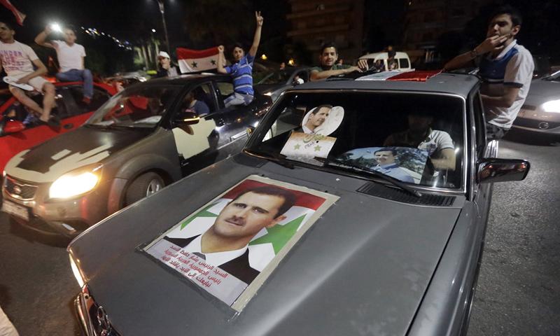 مسيرة مؤيدة لنظام الأسد في العاصمة دمشق - تشرين الثاني 2017 - (AFP)