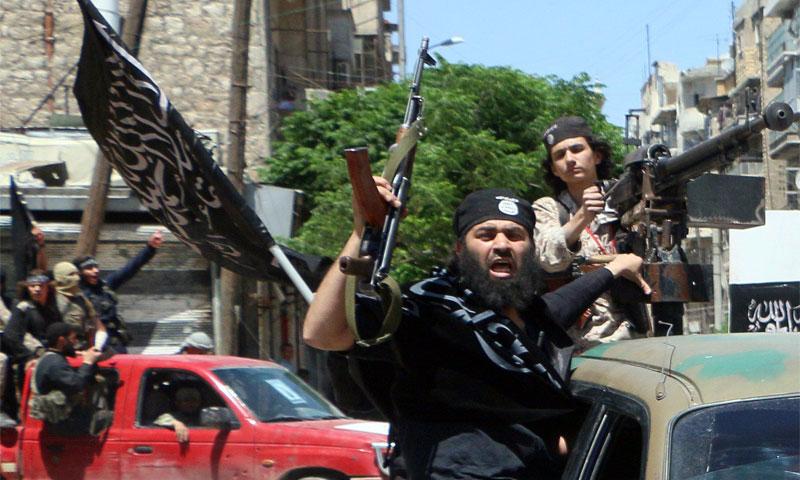"""عناصر من """"جبهة النصرة"""" في مدينة حلب - 26 أيار 2015 (AFP)"""