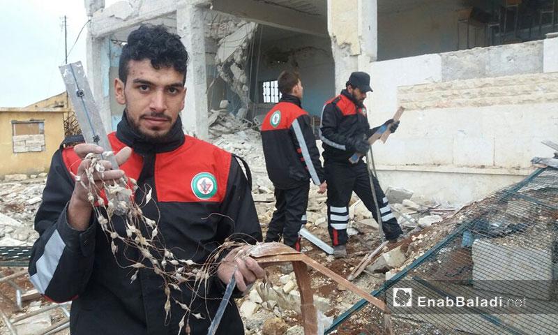 تنظيف بلدةأخترين شمال حلب - كانون الثاني 2017 (عنب بلدي)