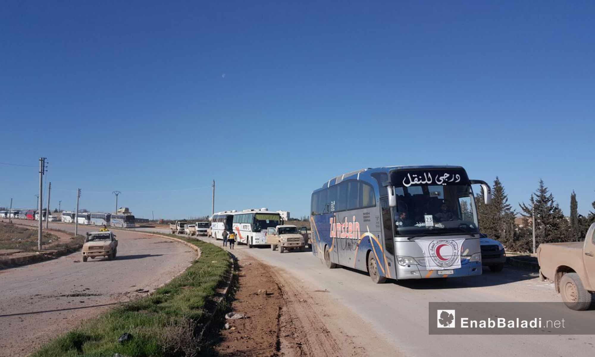 وصول الحافلات التي تقل أهالي حي الوعر إلى ريف حلب الشمالي - 10 آذار 2017 - (عنب بلدي)