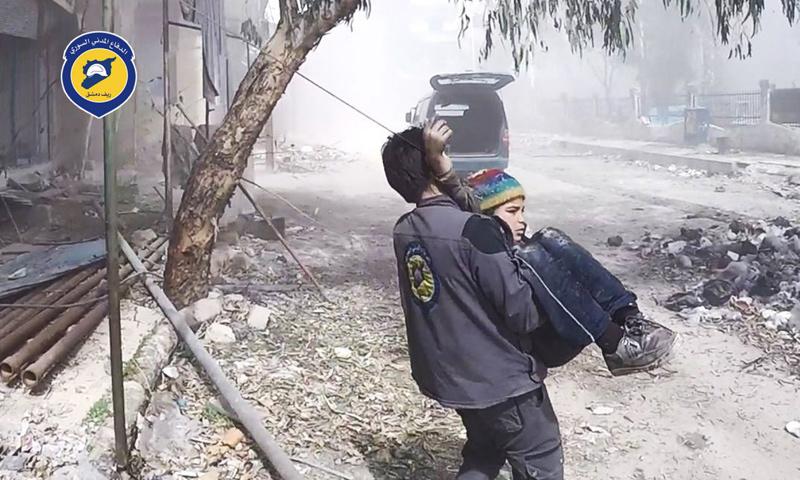 أثناء قصف الطيران الحربي على مدن الغوطة الشرقية- 8 آذار -(الدفاع المدني)