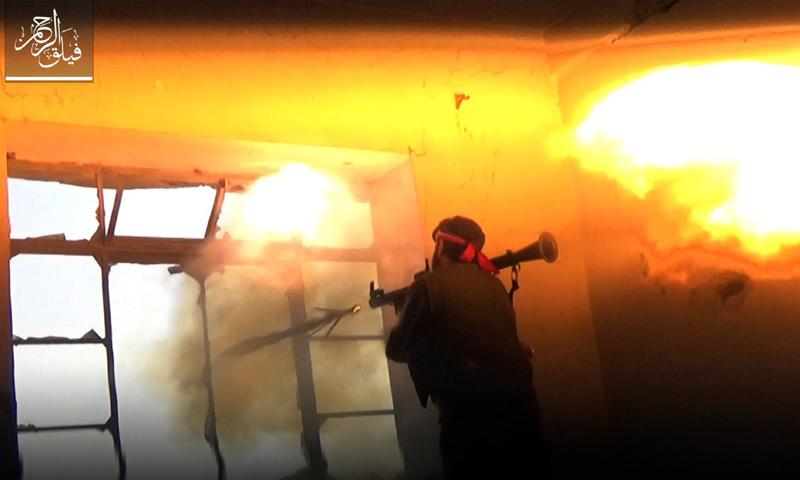 مقاتل من فيلق الرحمن خلال معركة يا عباد الله أثبتوا - 21 آذار -( فيلق الرحمن)