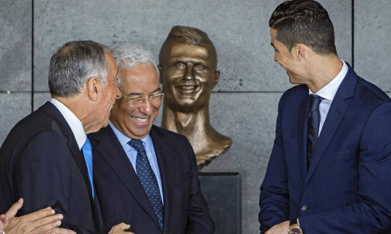 رونالدو في حفل إزالة الستار عن تمثال له (إنترنت)