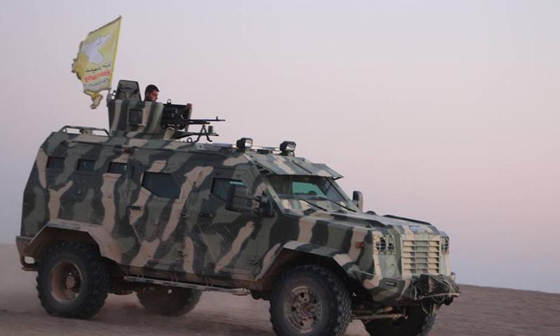 """آلية تابعة لـ """"قوات سوريا الديمقراطية"""" في ريف الرقة- آذار 2016 (قسد)"""
