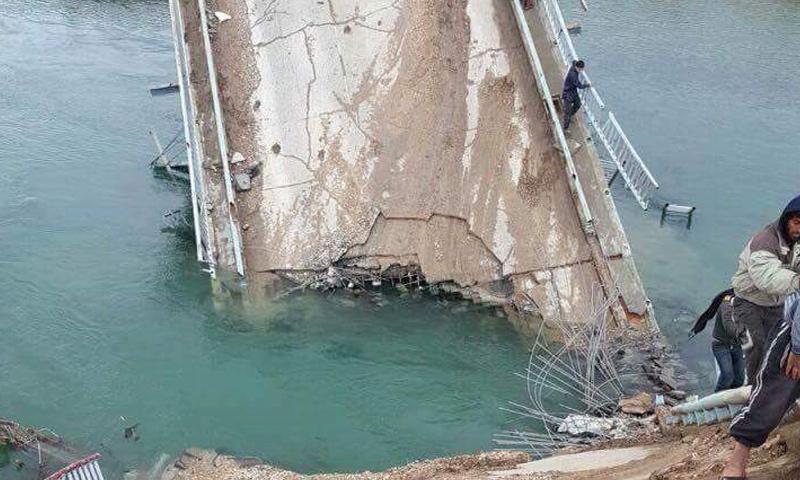 """جسر """"العشارة"""" عقب تدميره اليوم- الخميس 16 آذار (ناشطون)"""