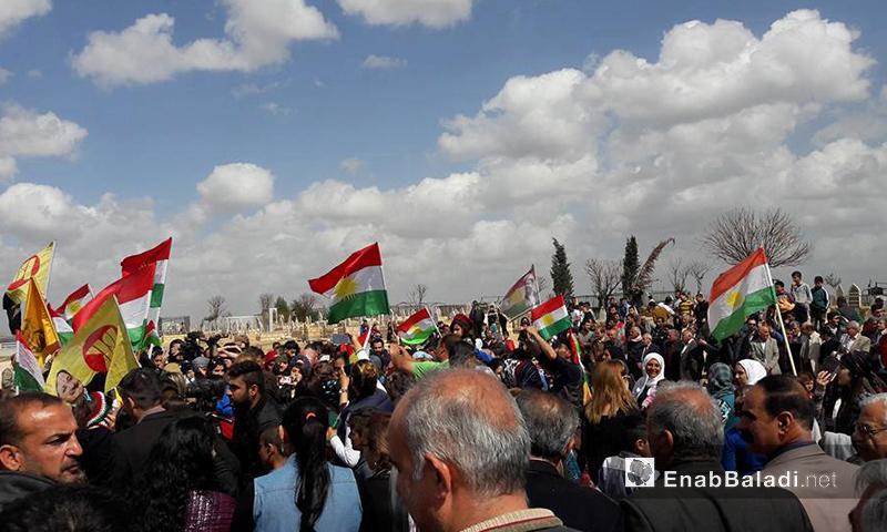 """أهالي القامشلي خلال إحياء ذكرى """"الانتفاضة"""" - 12 آذار 2017 (عنب بلدي)"""