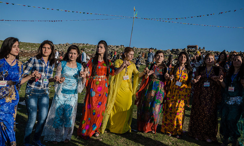 نساء سوريات تحتفلن بعيد النيروز - 22 آذار 2016 (الجزيرة الانكليزية)