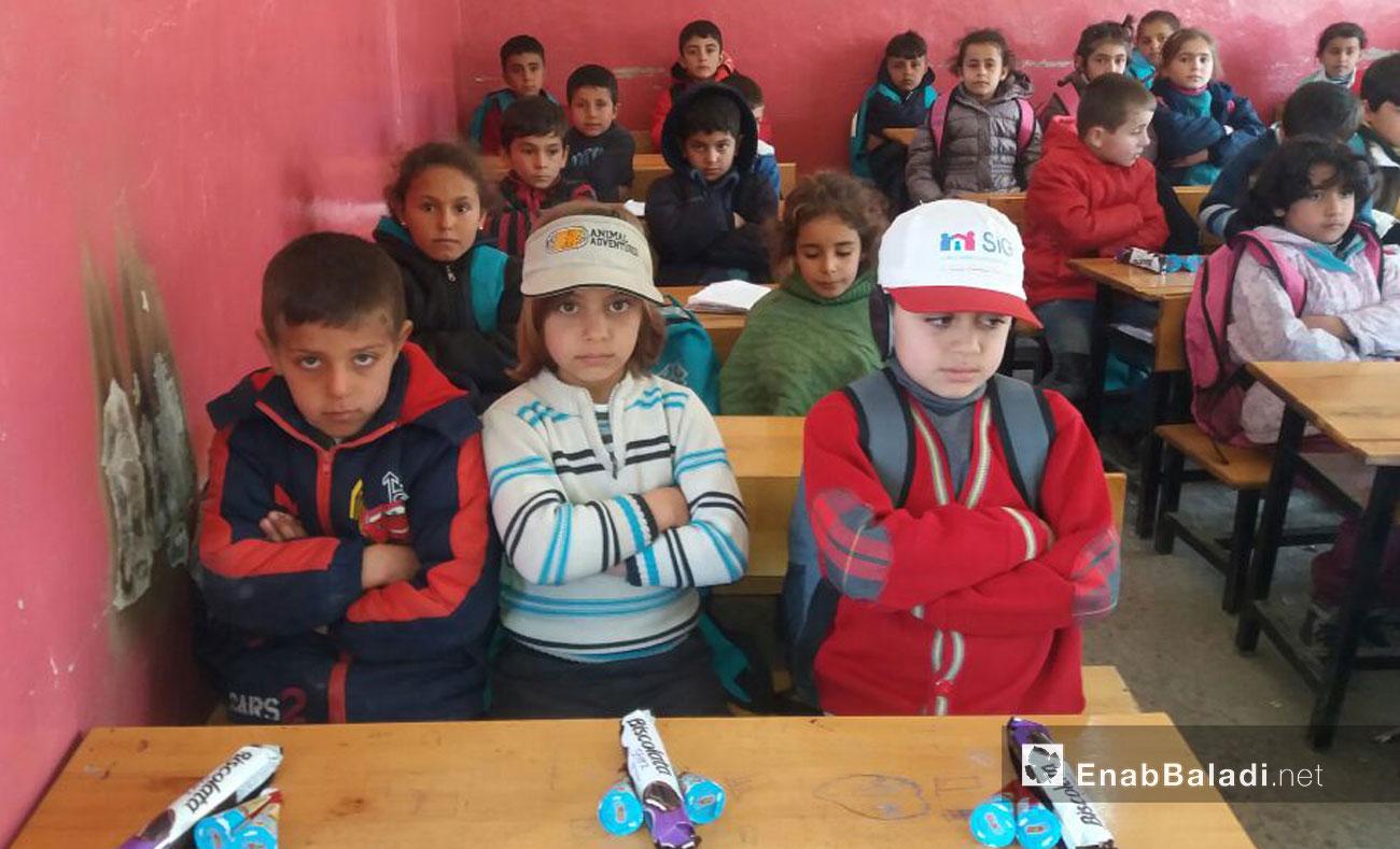 """تلاميذ في مدرسة """"صادق الهنداوي"""" الابتدائية في جرابلس - 8 آذار 2017 (عنب بلدي)"""