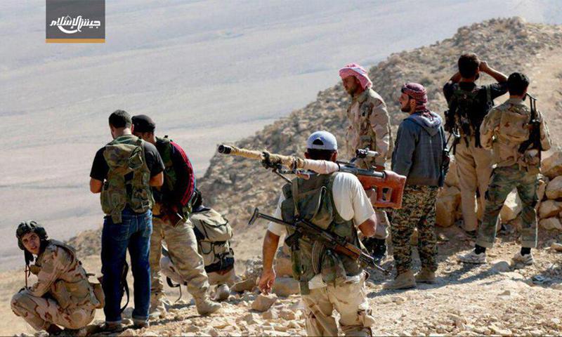 مقاتلين من جيش الإسلام بعد السيطرة على سلسلة جبال الأفاعي في القلمون الشرقي - 21 آذار -(جيش الإسلام)