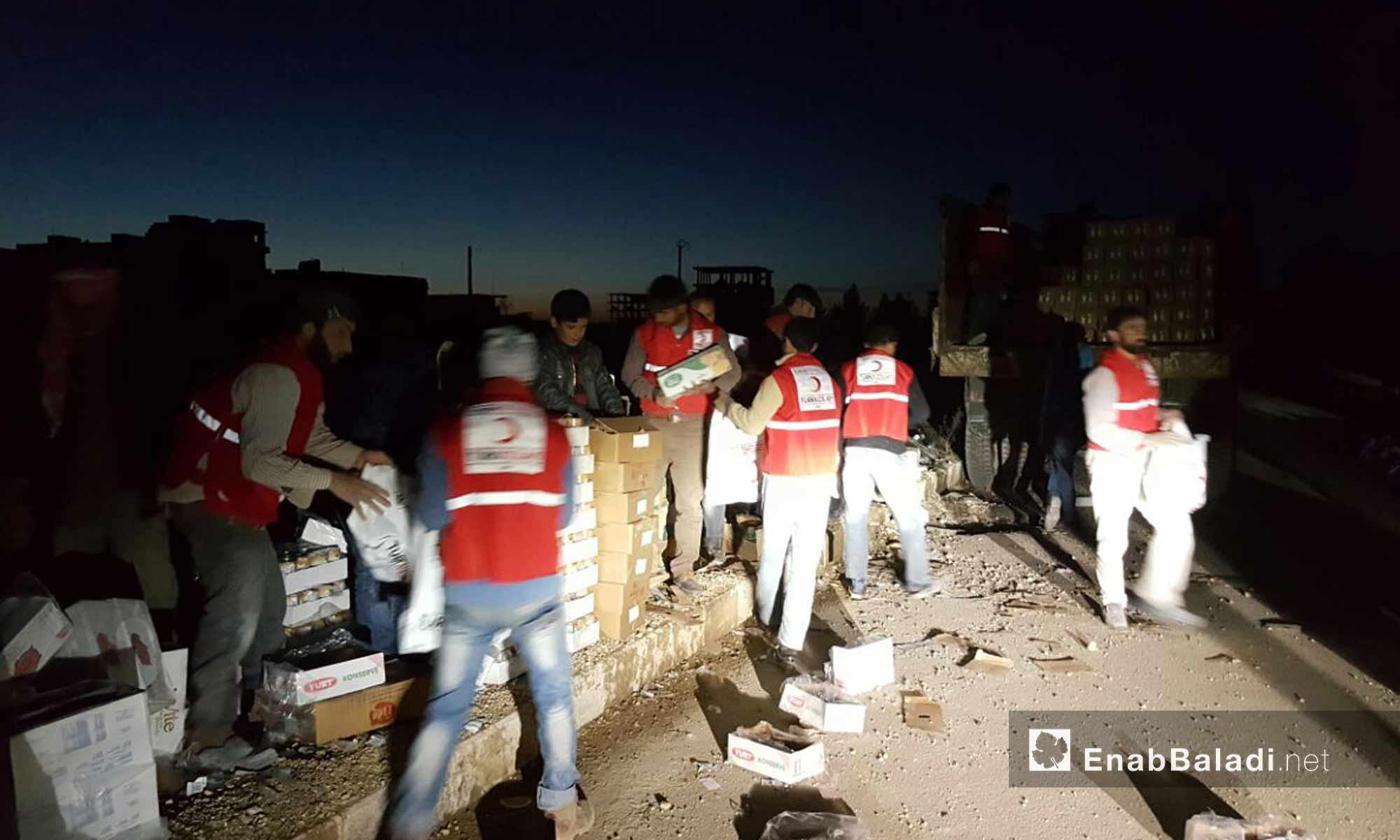 جانب من تجهيزات الهلال الأحمر التركي لاستقبال أهالي حي الوعر- 18 آذار 2017 -(عنب بلدي)