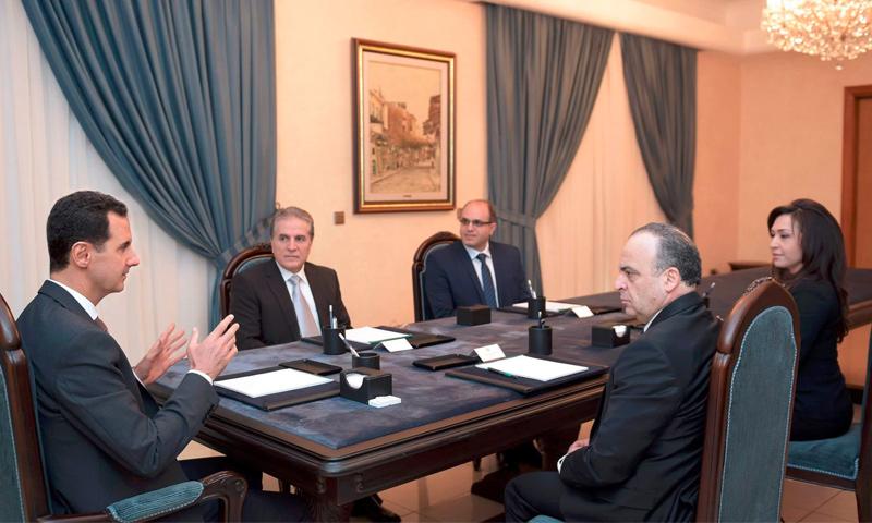 الوزراء الثلاثة إلى جانب رئيسهم عماد خميس، يجتمعون بالأسد بعد أدائهم اليمين الدستورية - 30 آذار 2017 (سانا)