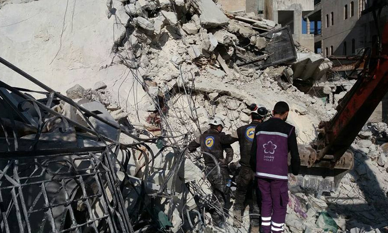 آثار قصف الطيران الحربي الروسي على حي القصور في إدلب- 15 آذار- (فيس بوك)آثار قصف الطيران الحربي الروسي على حي القصور في إدلب- 15 آذار- (فيس بوك)