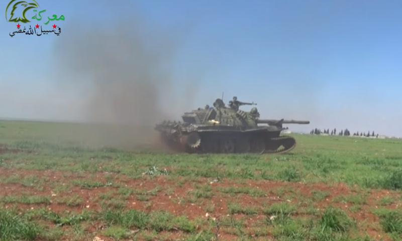 """دبابة تابعة لـ """"جيش العزة"""" في ريف حماة- الأربعاء 29 آذار (يوتيوب)"""