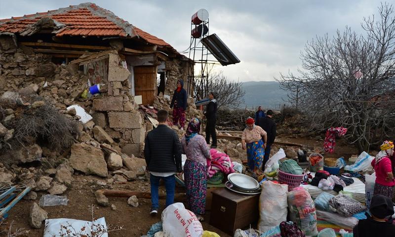 """آثار زلزال ضرب منطقة """"جناق قلعة"""" الشهر الماضي (إنترنت)"""