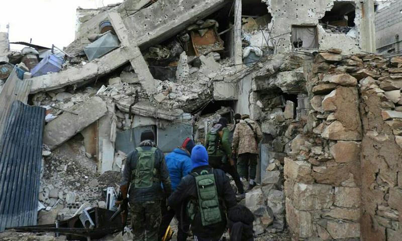 عناصر من المعارضة في حي المنشية- الخميس 9 آذار (البنيان المرصوص)