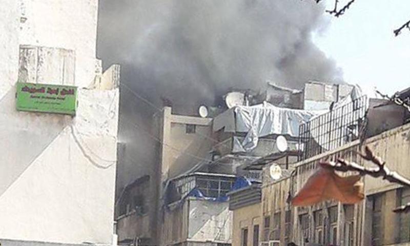 تصاعد الدخان جراء حريق مستودع الأدوية في الحريقة- الاثنين 6 آذار (يوميات قذيفة هاون)