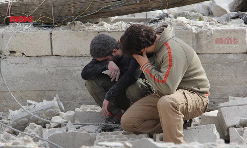 أقارب ضحايا سقطوا في غارات جوية على مدينة كفرنبل- الخميس 9 آذار (مركز المعرة الإعلامي)