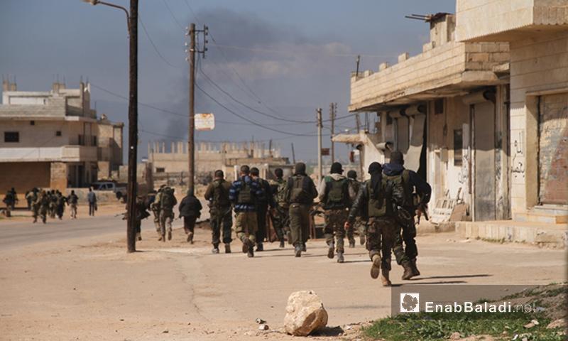 """مقاتلون من """"أحرار الشام"""" خلال معارك ريف حماة الشمالي - 25 آذار 2017 (عنب بلدي)"""