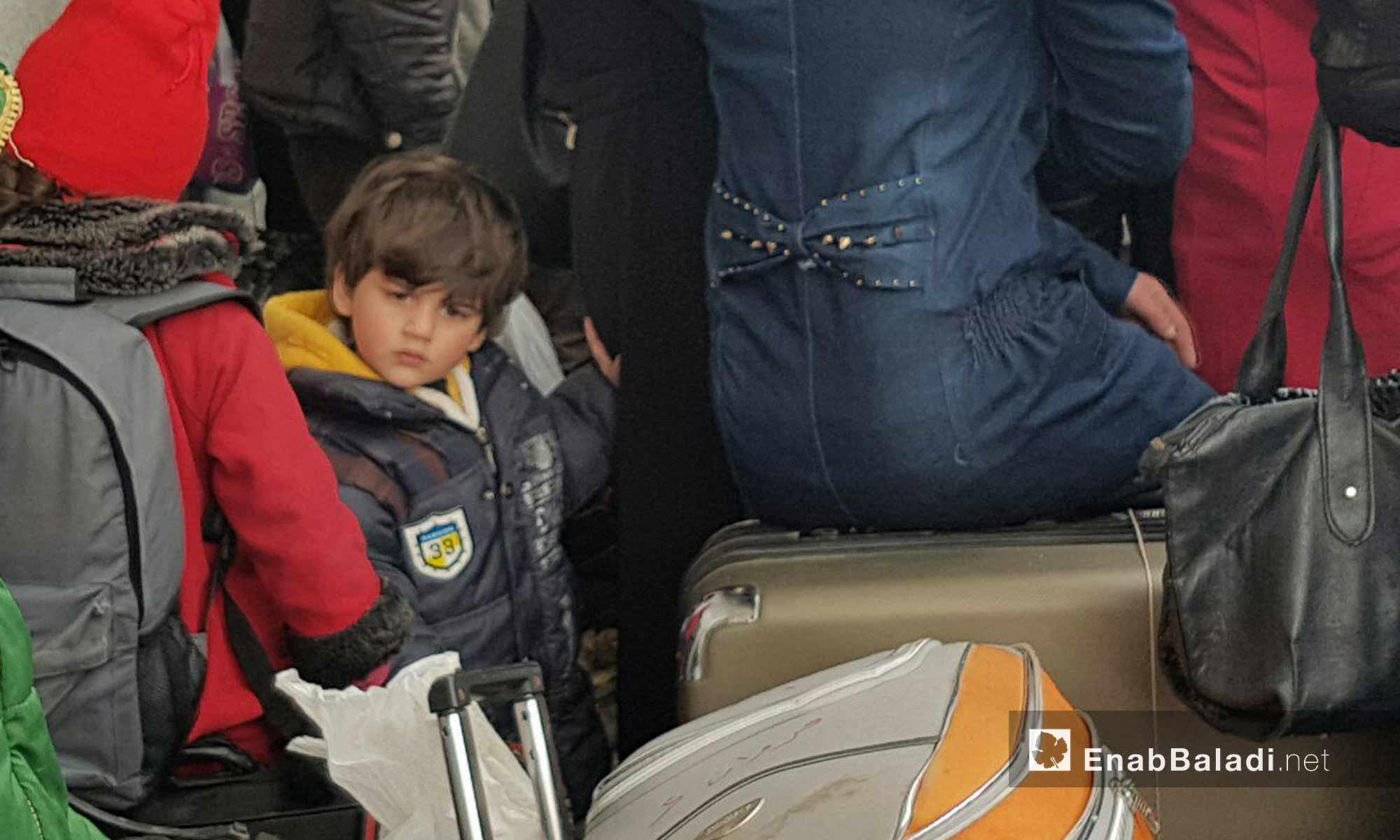 أهالي الوعر في حمص قبل مغادرة الحي إلى الشمال السوري - 18 آذار 2017-(عنب بلدي)