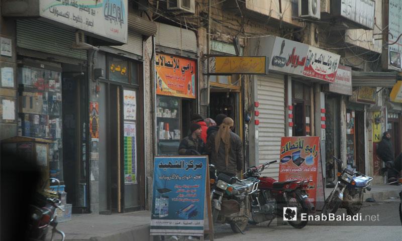 سوق الجوالات في مدينة إدلب شمال سوريا - آذار 2017 -(عنب بلدي)
