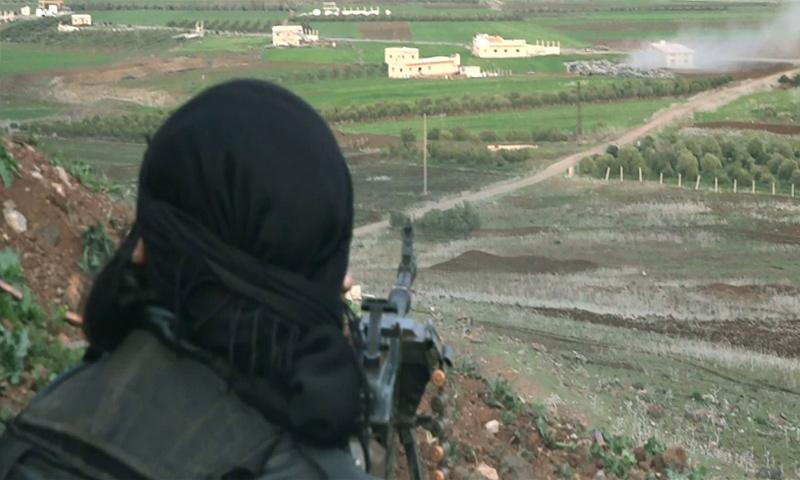 """تعبيرية: مقاتل من """"جيش خالد"""" خلال المواجهات مع """"الجيش الحر"""" غرب درعا - آذار 2017 (جيش خالد)"""