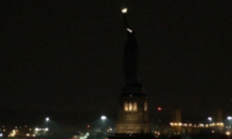 تمثال الحرية بدون إضاءة (إنترنت)