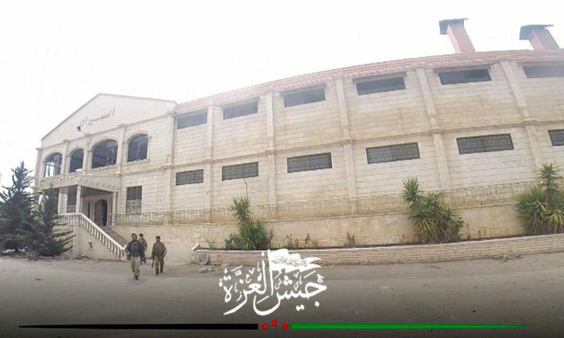 مقاتلو المعارضة داخل مطعم السيران جنوب مدينة محردة - 22 آذار 2017 (جيش العزة)