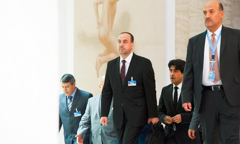 """رئيس وفد """"الهيئة العليا"""" في جنيف، نصر الحريري، وبعض أعضاء الوفد - 25 آذار 2017 (الأمم المتحدة)"""