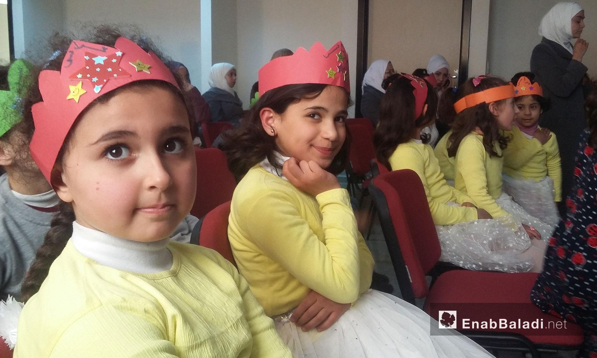 """""""على الحدود"""".. عملٌ مسرحي لأطفال سوريين في أورفة التركية - 4 آذار 2017 (عنب بلدي)"""