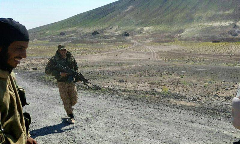 """عناصر من """"الجيش الحر"""" في جبل دكوة في البادية السورية- الثلاثاء 28 آذار (أسود الشرقية)"""