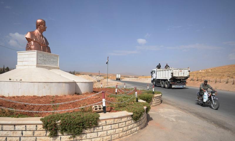 تمثال لحافظ الأسد في مدينة قطنا بريف دمشق-(سبوتنيك)