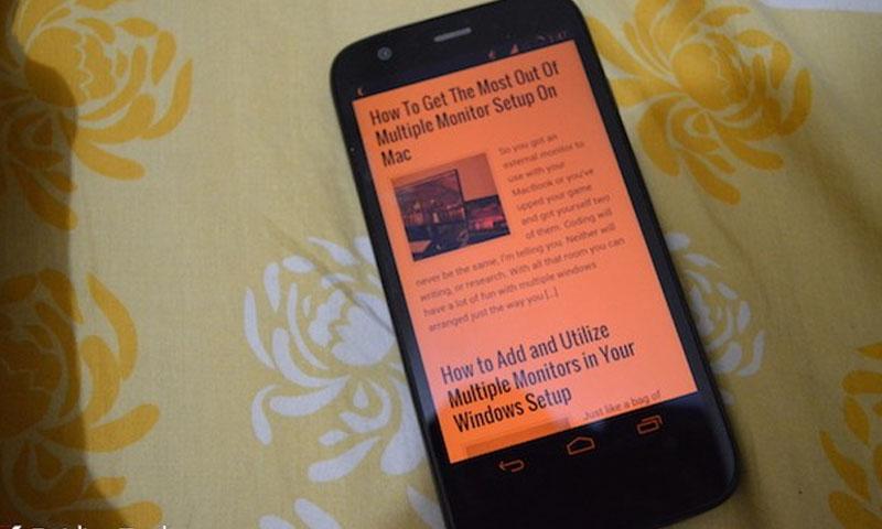 """جهاز """"غالاكسي إس 8"""" تظهر شاشته بلون أحمر (إنترنت)"""