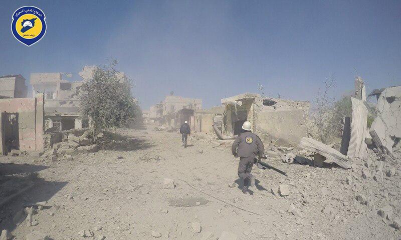 آثار القصف الجوي على بلدتي حزرما والنشابية في الغوطة الشرقية - 3 نيسان 2017 -(الدفاع المدني)