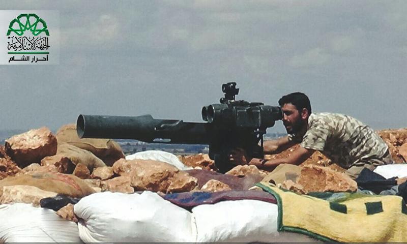 مقاتل من حركة أحرار الشام الإسلامية على جبهات ريف حلب الجنوبي- (أحرار الشام)