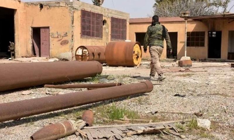 عنصر من قوات الأسد في بلدة دير حافر بريف حلب الشرقي - (سبوتنيك)