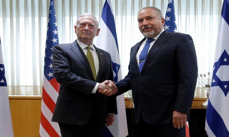 وزيرا الخاجية الإسرائيلي والأمريكي خلال لقا مشترك في تل أبيب - 21 نيسان 2017- (رويترز)